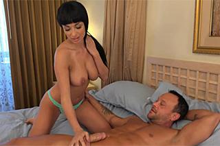 Manžel vykouří muže, který mu šuká starou! (HD porno)
