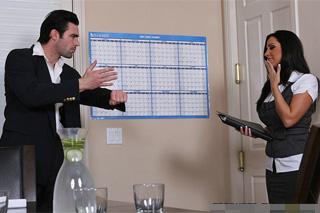 Manžerka motivuje generálního ředitele sexem na pracovišti (Veronica Rayne a Charles Dera)
