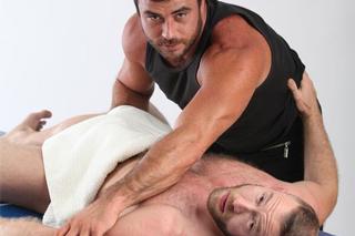 Masér Mike Dozer a klient Shay Michaels – gay porno