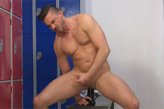Masturbating athlet - gay porn