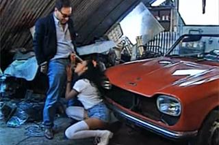 Mechanici opíchají svůdnou zákaznici (Olivia Del Rio)