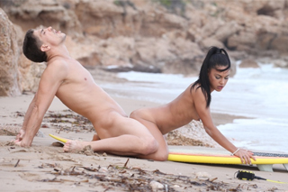 Young babe fucks with a surf instructor on the beach! (Apolonia Lapiedra)