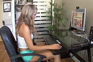 Mladík nachytá 18letou nevlastní sestru u porna!