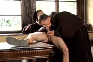 mnich porno sophie