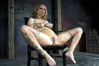 Mučená a svázaná Rain Degre – BDSM porno