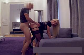 Muž ošoustá v apartmánu objednanou společnici (Kitana Lure)