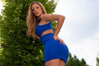 Nádherná Melanie Gold nastaví pipinku (HD porno)