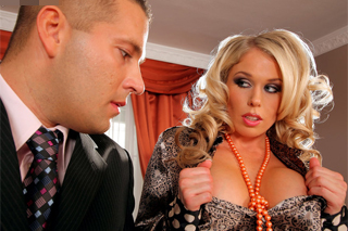 Horny boss Jamie Brooks seduces her subordinate!