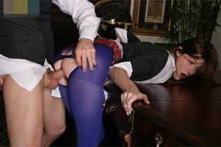 Nadržená školačka šuká v pracovně s nevlastním tátou (Alaina Dawson)