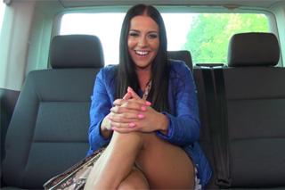 Narozeninový zásun v autě se striptérkou – české porno
