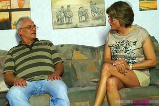 Německý důchodce šuká s vitální sousedkou!