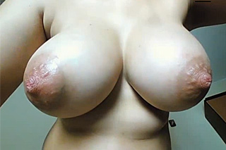 Huge nipples and spread pussy on webcam