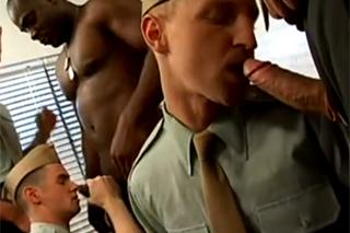 Gay vojenskej orgieamatér Gay porno videá