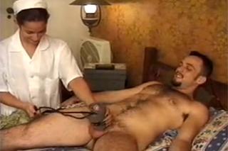 Pacient přefikne zadek sestřičky – shemale porno