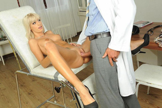PatientErica Fontes fucking with her doctor