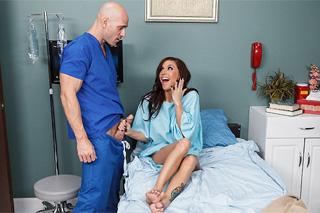Pacientka Gia Dimarco šuká v nemocnici!