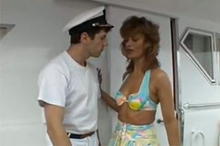 Panička si zašoustá s námořníkem ve strojovně lodi – retro porno