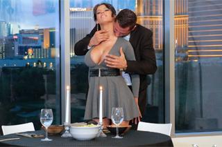 Peta Jensen: Večeře při svíčkách a romantický sex!