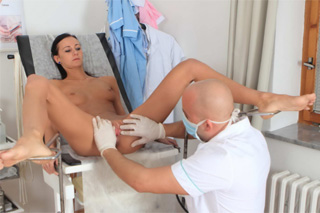 Bald gynecologist fucks unfaithful patient in his office! - Czech porn