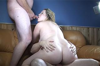 Plnoštíhlá slečna Skylar potěší dva pány