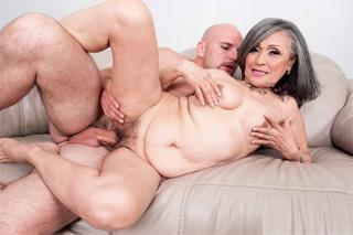 Porno babička Kokie Del Coco ve svém prvním sexuálním videu!