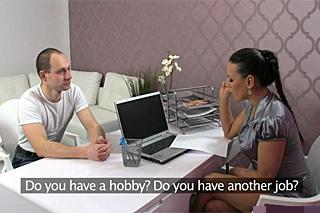 Pornoagentka Mea Melone a sympatický zápasník Michal – české porno
