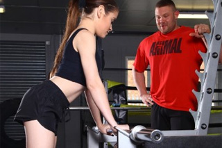 Gymhead fucking a sexy teen in the gym