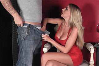 Pornokalendář DV 25.1 – Miloš stihne rychlý blowjob před ochodem do akce