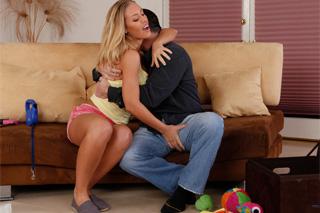 Pornokalendář DV 3.11 – Opuštěný manžel Hubert a chápavá sousedka Nicole Aniston