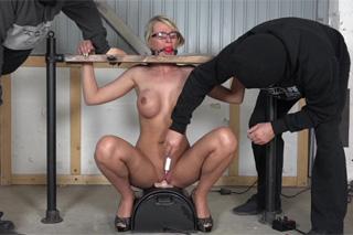 Pornokalendář DV (Dorota, 26.2.) – Zralá amatérka na mašině Sybian