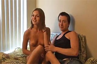 Pornokalendář DV (Leopold, 15.11.) – Mladý pár vyzkouší švédskou trojku!