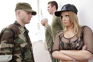 Pornokalendář DV (Liliana 25.2) – Píchání vojačky Whitney Fears