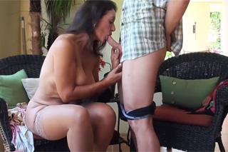 Máma se sexem se synovými videi