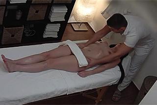 Stránka s výpisem porno video: Masáž, výprask.