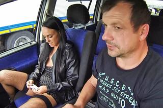 Pornokalendář DV (Veronika, 7.2.) – Český řidič prcá lehkou dívku bez gumy!