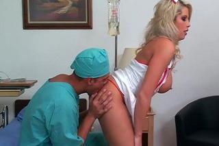 Pornokalendář DV (Aleš, 13.4.) – Přítulná zdravotní sestřička Brooke Haven