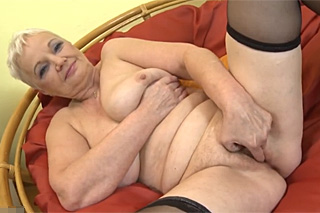 Czech busty mature Anna teases her cunt!