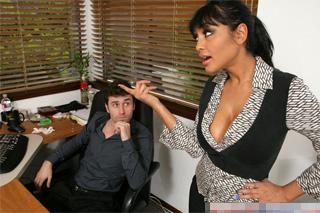 Realitní makléř oprcá indickou kolegyni v kanceláři! (Priya Anjali Rai a James Deen)