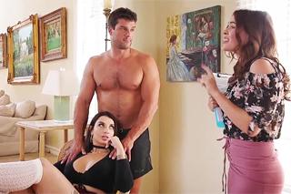 Rozhádané sestry se usmíří v BDSM grupáči! (Ivy Lebelle a Krissy Lynn)
