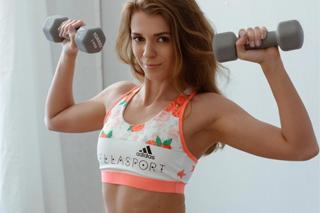 Russian girl Mary Kalisy masturbates after fitness
