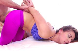 Sara Luvv and Jordan Ash: Sportswoman fucks with fitness coach