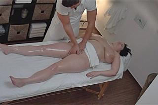 Sobecká baculka na orgasmické masáži – české porno