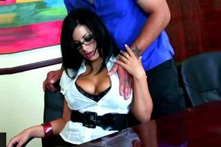 Sekretářka zapomene na vyhazov při báječnéms sexu! (Angelica Raven)