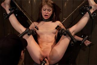Sensi Pearl prožije erotické mučení – BDSM porno