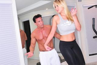 Sexuální cvičení s Alanah Rae!