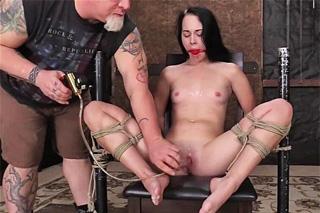 bruneta masáž porno