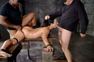 Sexuální otrokyně Wenona potěší dva pány – BDSM porno
