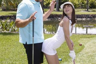 Shae Celestine a Ramon Nomar: Mladá panička svede trenéra golfu!