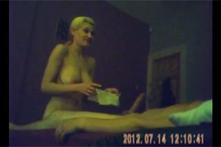 Skrytá kamera zachytila orál blonďaté prostitutky