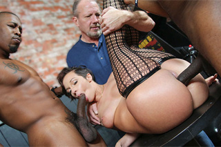 Interracial threesome in a bar, or Jada Stevens repays husband's debt!
